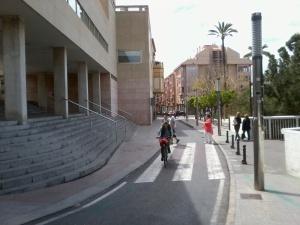 El proyecto de la concesionaria contempla la adecuación de un vía de acceso y otra de salida al parking por la calle Salitre